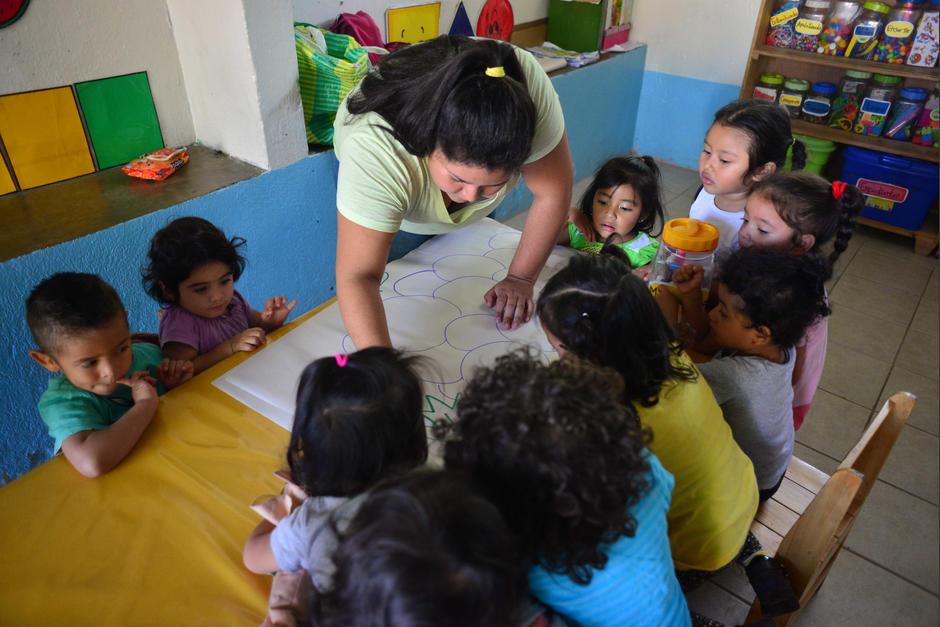 Los pequeños deben ser atendidos por cuatro madres que ayudan a la maestra. (Foto: Jesús Alfonso/Soy502)