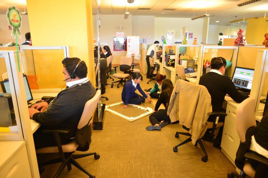 Los teleoperadores realizan hasta 200 llamadas por día. (Foto: Jesús Alfonso/Soy502)