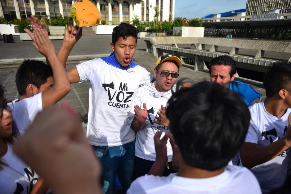 Momentos de júbilo y alegría en su llegada al Palacio de Justicia.(Foto: Jesús Alfonso/Soy502)