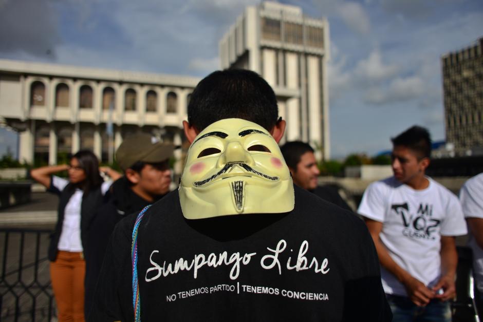 El grupo Sumpango Libre llegó esta tarde al CSJ después de dos días caminando. (Foto: Jesús Alfonso/Soy502)