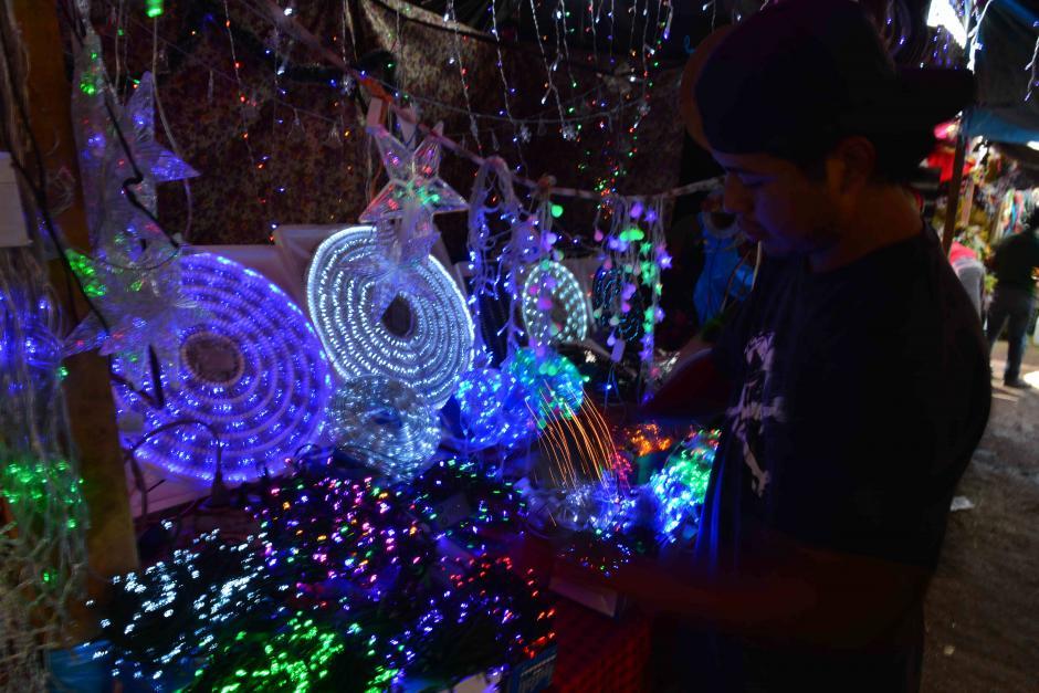 Hay juegos de luces que también están a la venta. (Foto: Jesús Alfonso/Soy502)