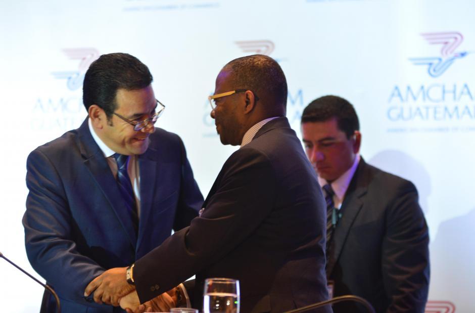 Morales y el embajador Robinson demostraron tener una buena relación. (Foto: Jesús Alfonso/Soy502)
