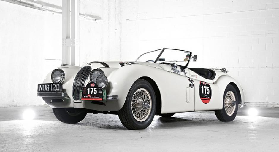 En 1989, Jaguar firmó un acuerdo con el fabricante americano-germano Ford, ya que el mercado al que el británico se dirigía era reducido y elitista.