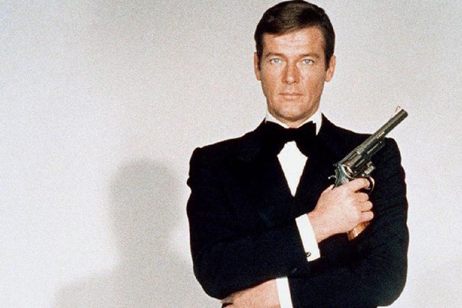Roger Moore es el sucesor de Sean Connery en el papel del espía británico James Bond desde 1973 hasta 1985.