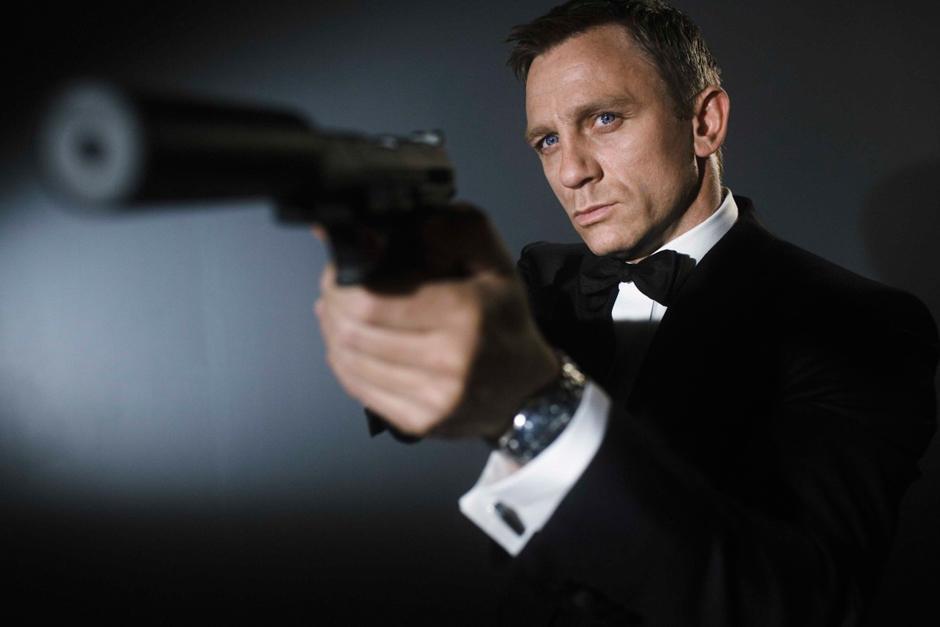 Daniel Craig interpretó a James Bond en las adaptaciones oficiales de las películas producidas por Eon Productions como Casino Royale (2006), Quantum of Solace (2008), Skyfall (2012) y Spectre (2015).