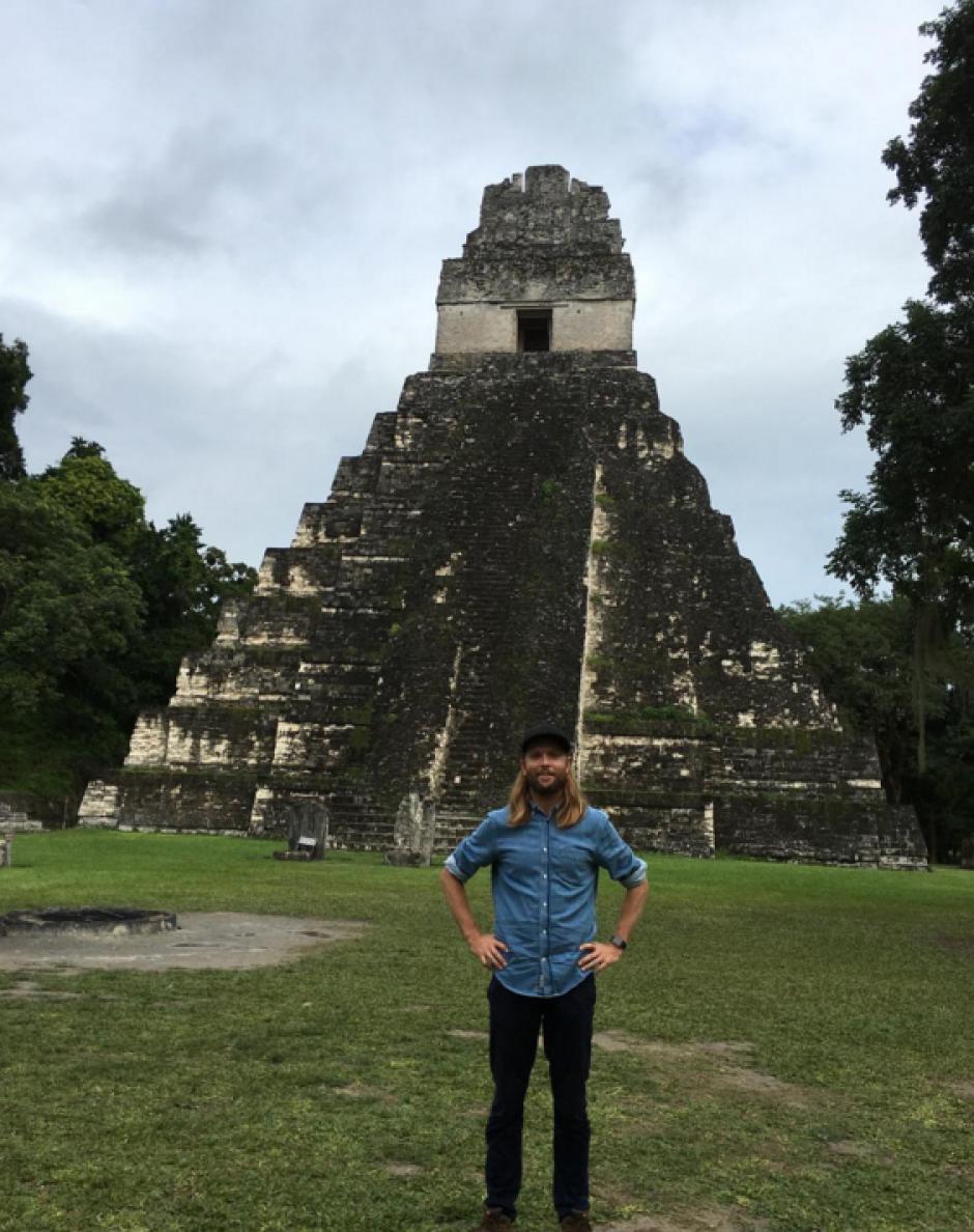 James aprovechó para llevarse un grato recuerdo de Tikal. (Foto: James B. Valentine)