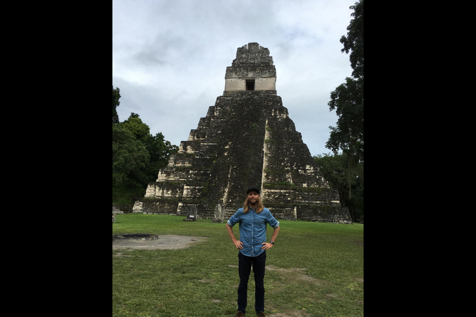 James aprovechó durante su viaje en diciembre pasado a llevarse un grato recuerdo de Tikal. (Foto: James B. Valentine)