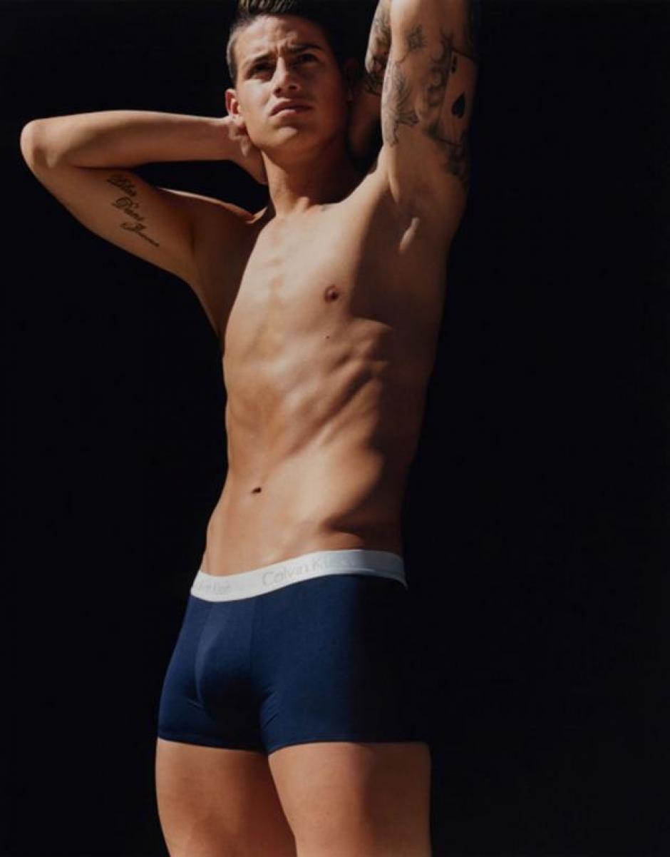 El futbolista colombiano mostró su lado más sensual en las fotografías de Calvin Klein. (Foto: Calvin Klein)