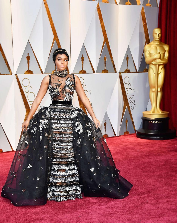 Janelle Monae lució este vestido que se miraba extravagante. (Foto: AFP)