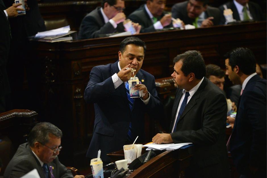 La Junta Directiva del Congreso de Guatemala compra comida para los diputados en cada sesión. (Foto: Archivo/Soy502)