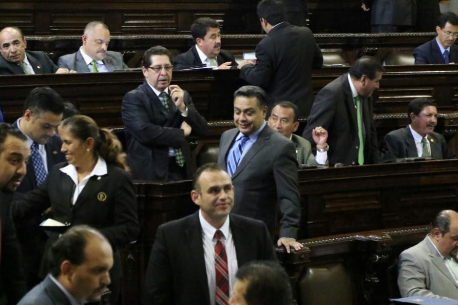 Hernández optó por no acercarse a Sandoval. (Foto: Alejandro Balán/Soy502)