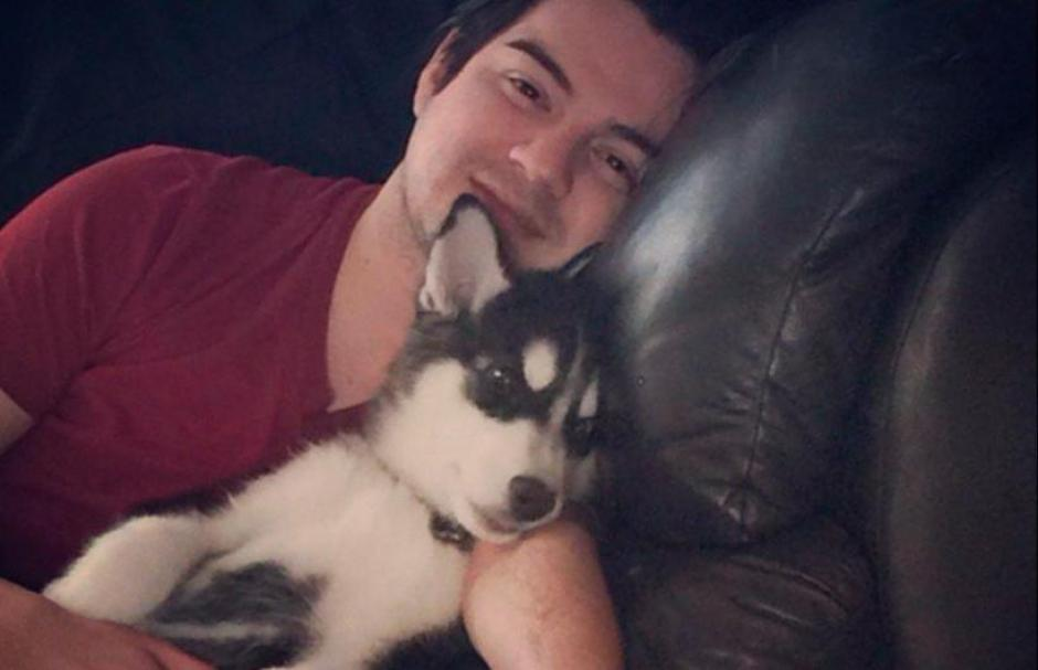 Jay Colindres junto a su mascota. (Foto: Twitter/@JayColindres)