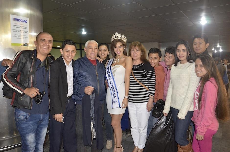 Los seres queridos de nuestra representante le desearon muchos éxitos en su viaje. (Foto: Selene Mejía/Soy502)