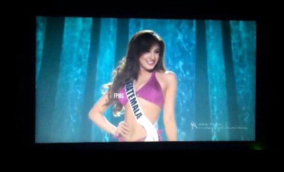 Miss Guatemala Jeimmy Aburto a su paso por el escenario en traje de baño. (Foto: Youtube)