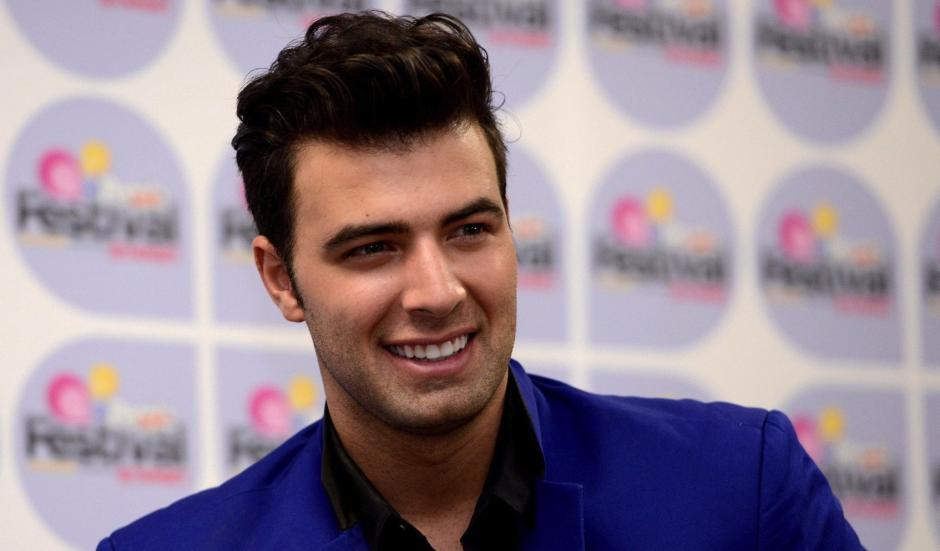 """El actor e intéprete enamorará con canciones como """"Bajito"""". (Foto: telemundo.com)"""