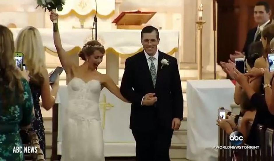 Jeni Stepien junto a su esposo Paul Maenner. (Foto Mirror)
