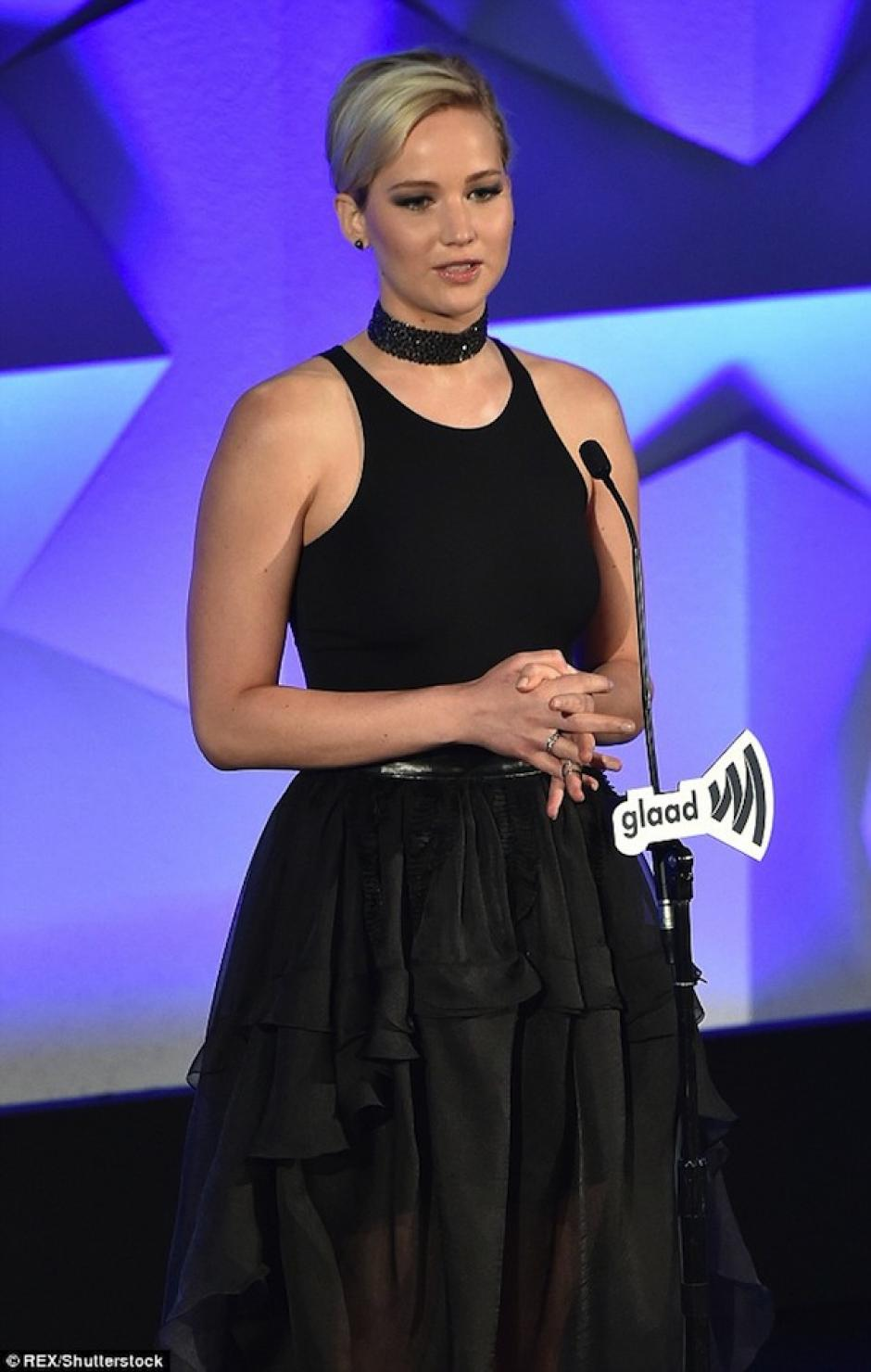 Jennifer dio su discurso. (Foto: Mail Online)