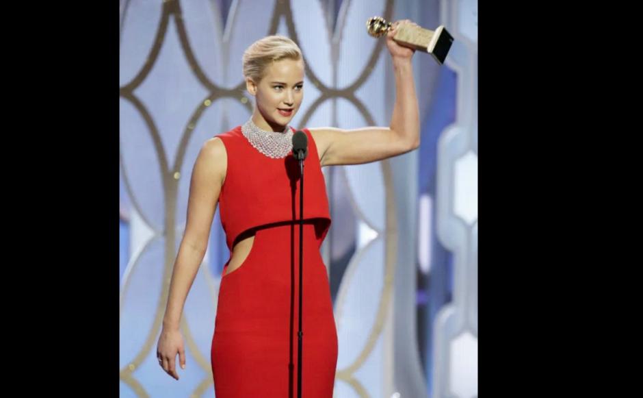 Jennifer Lawrence Lució su premio con orgullo. (Foto: Exitoina)