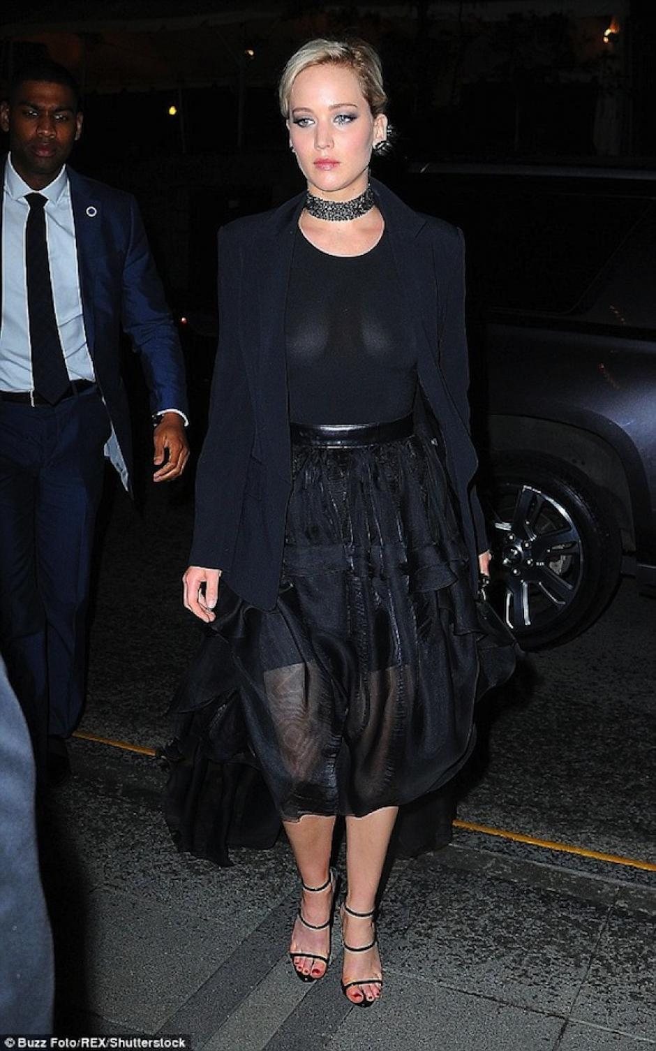Jennifer iba acompañada de sus guardaespaldas. (Foto: Mail Online)