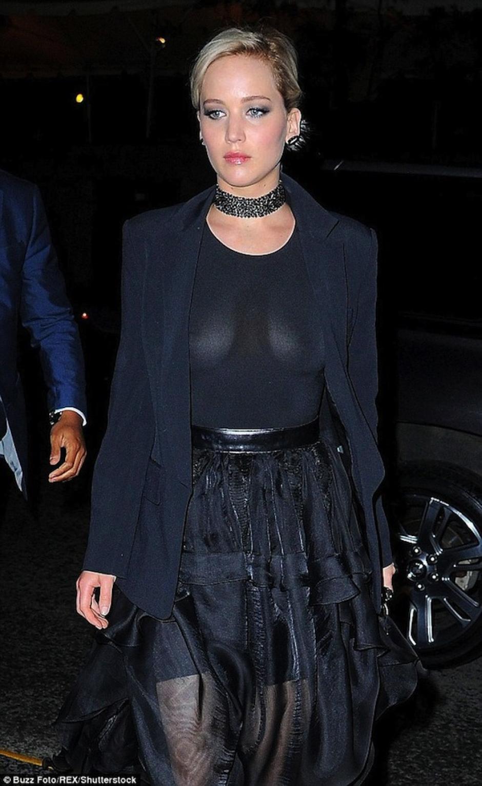 La actriz no sonrió en ningún momento tras el incidente. (Foto: Mail Online)