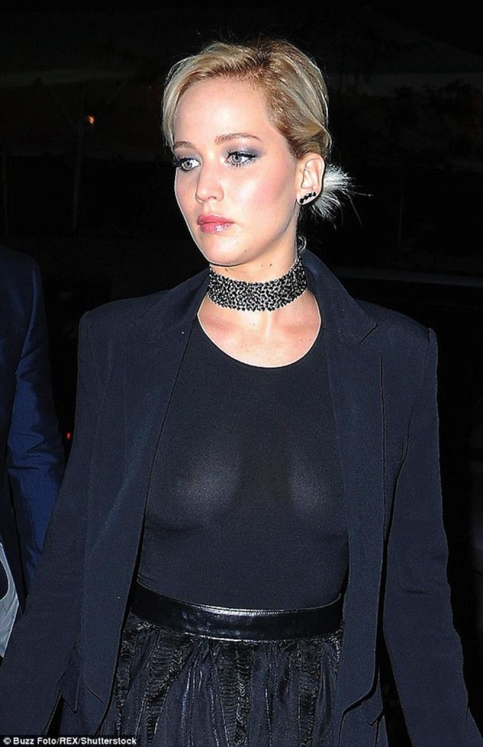 Las cámaras revelaron la transparencia de su blusa. (Foto: mail Online)
