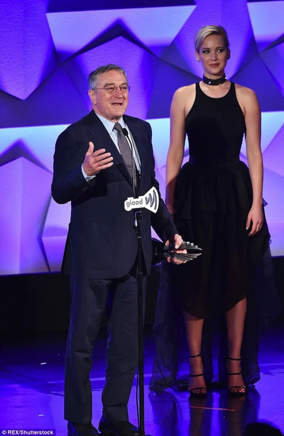 Jennifer presentó a Robert DeNiro en la gala. (Foto: Mail Online)
