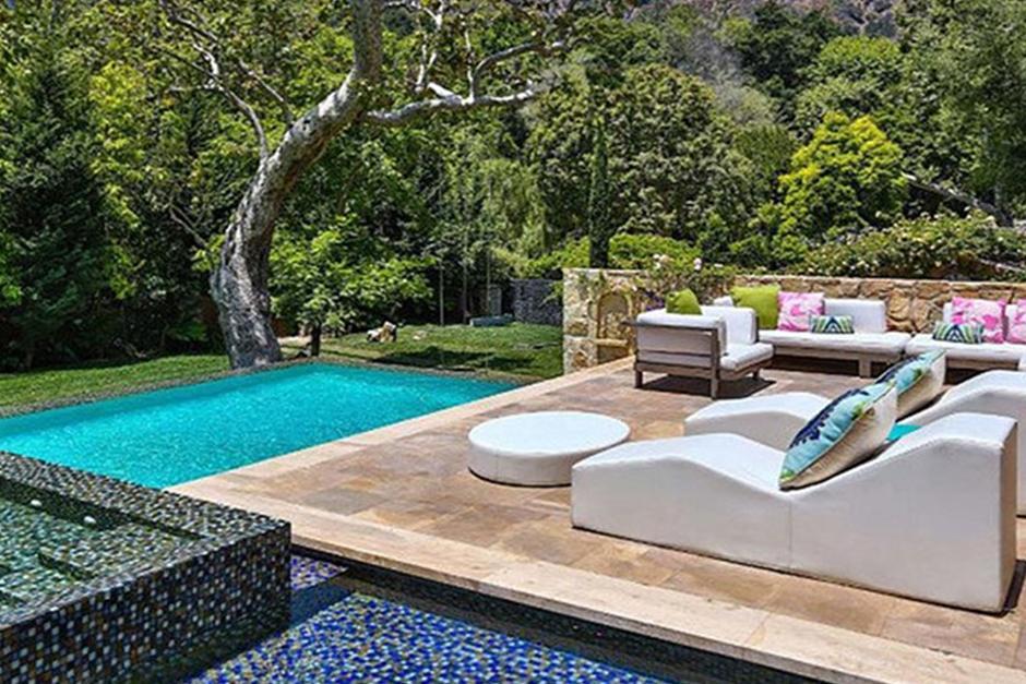 Su nuevo hogar cuenta con 3 diferentes piscinas. (Foto: Cosmopolitan)