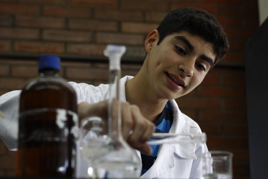 Las pruebas de química son una de las categorías en las que puedes participar. (Foto: Wilder López/Soy502)