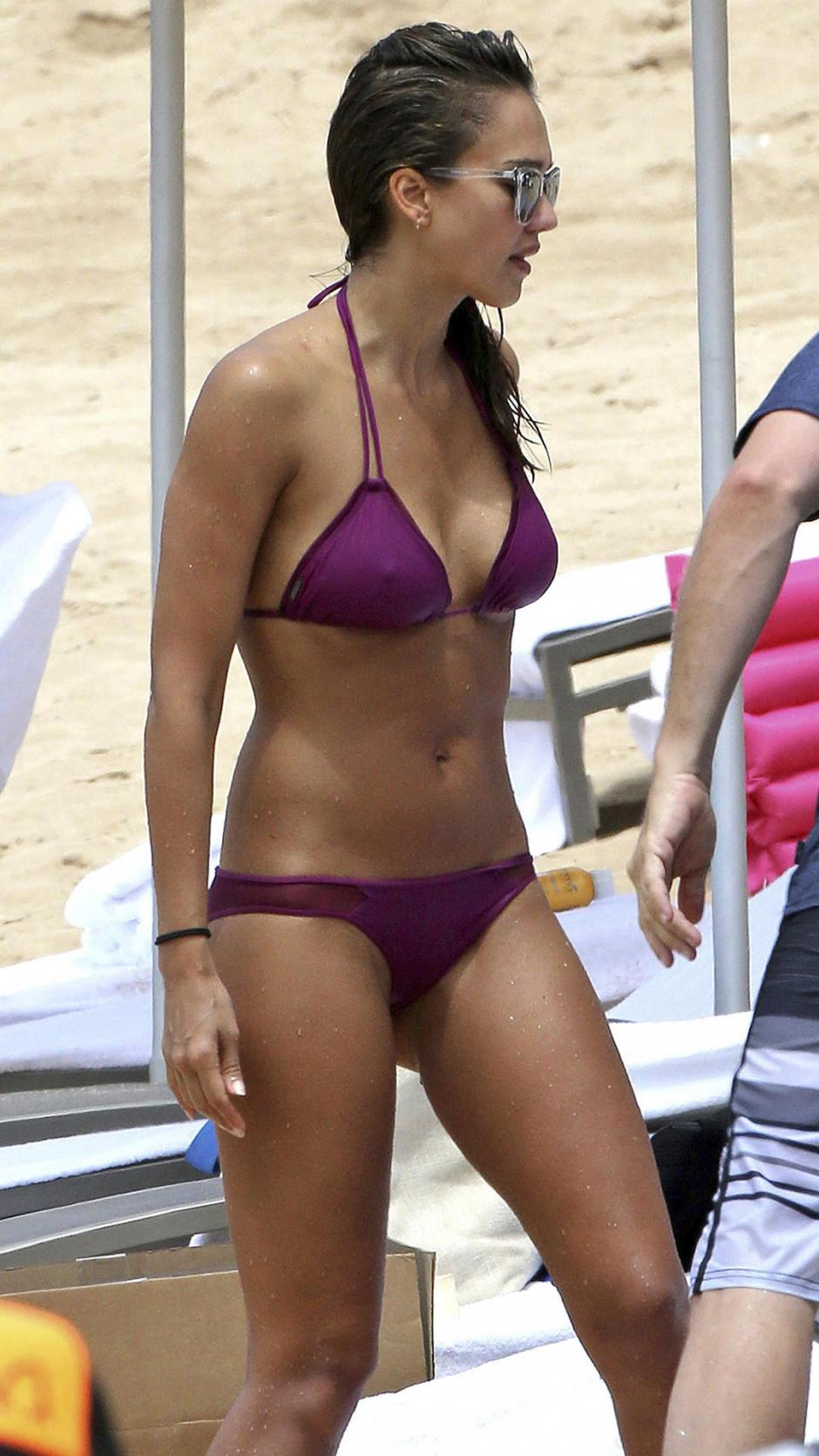 También lució su bikini color magenta. (Foto: telemundo.com)