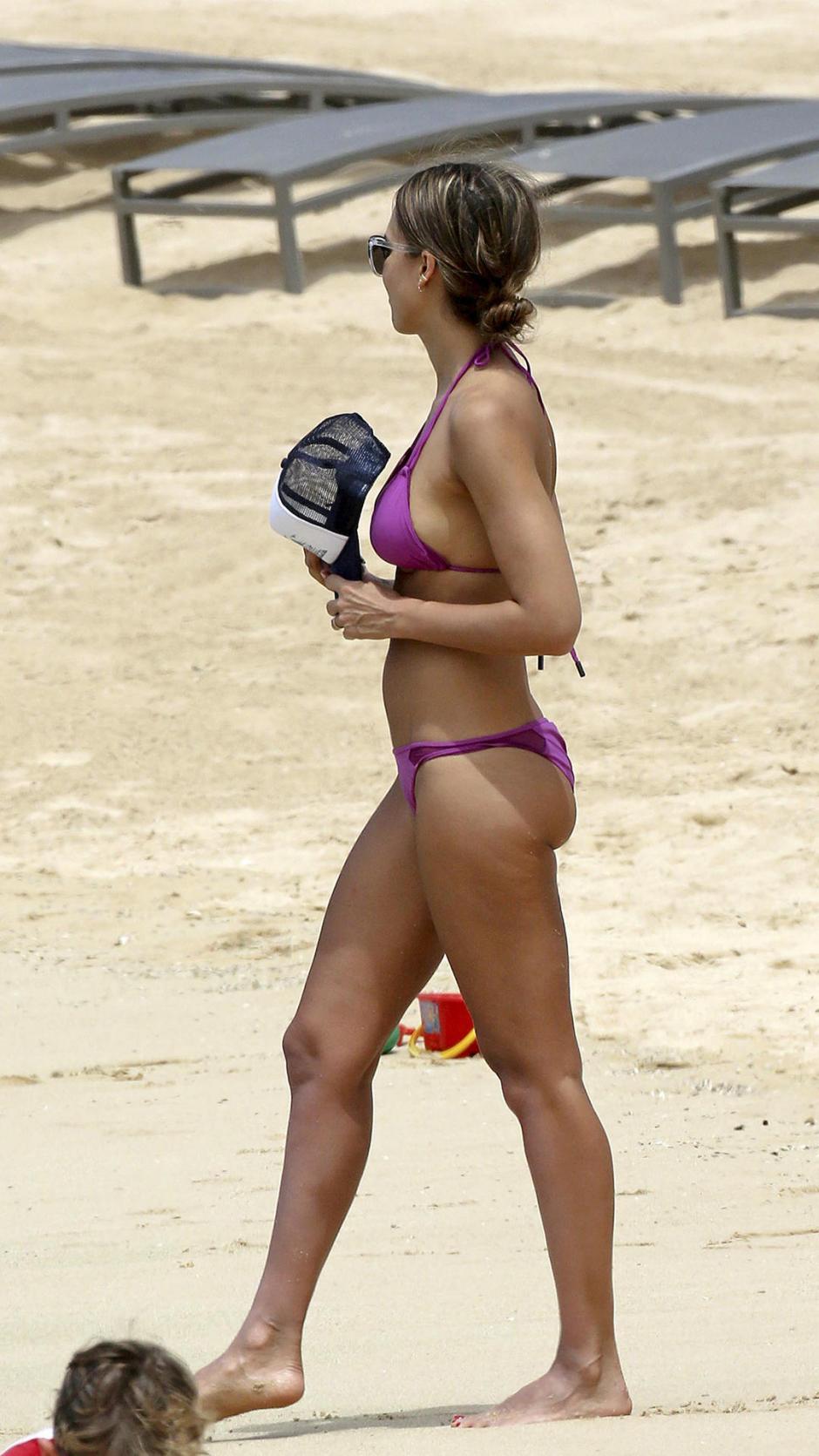 Jessica Alba en las paradisíacas playas de Hawái. (Foto: telemundo.com)