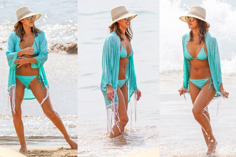 Jessica Alba y sus curvas iluminan Hawai. (Foto: Dailymail)