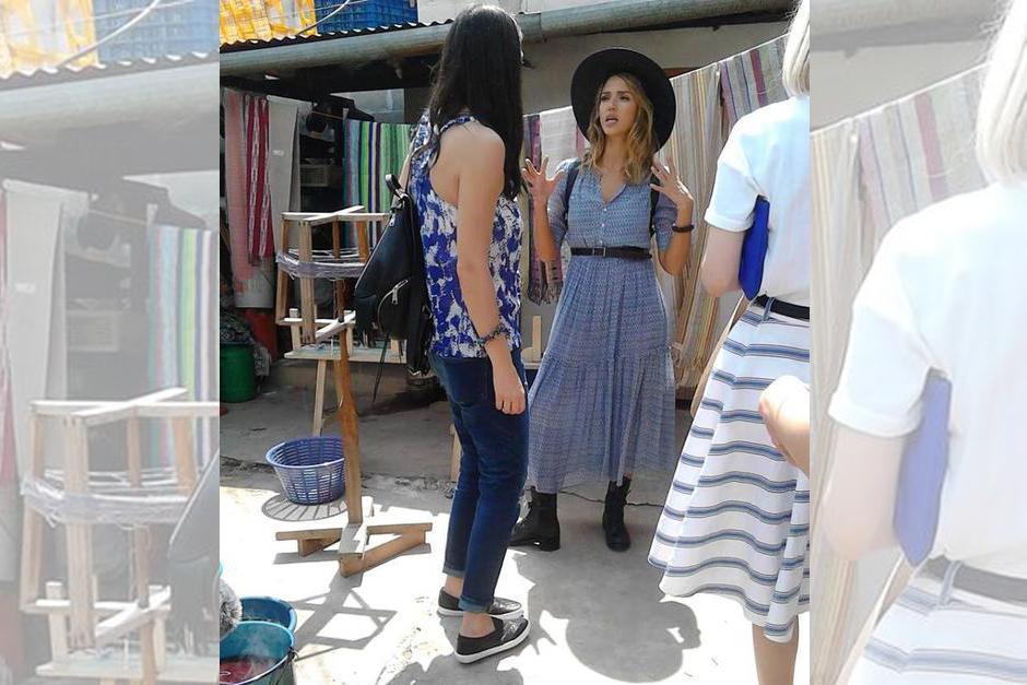 Jessica Alba se sorprendió por la forma artesanal de hacer los textiles.