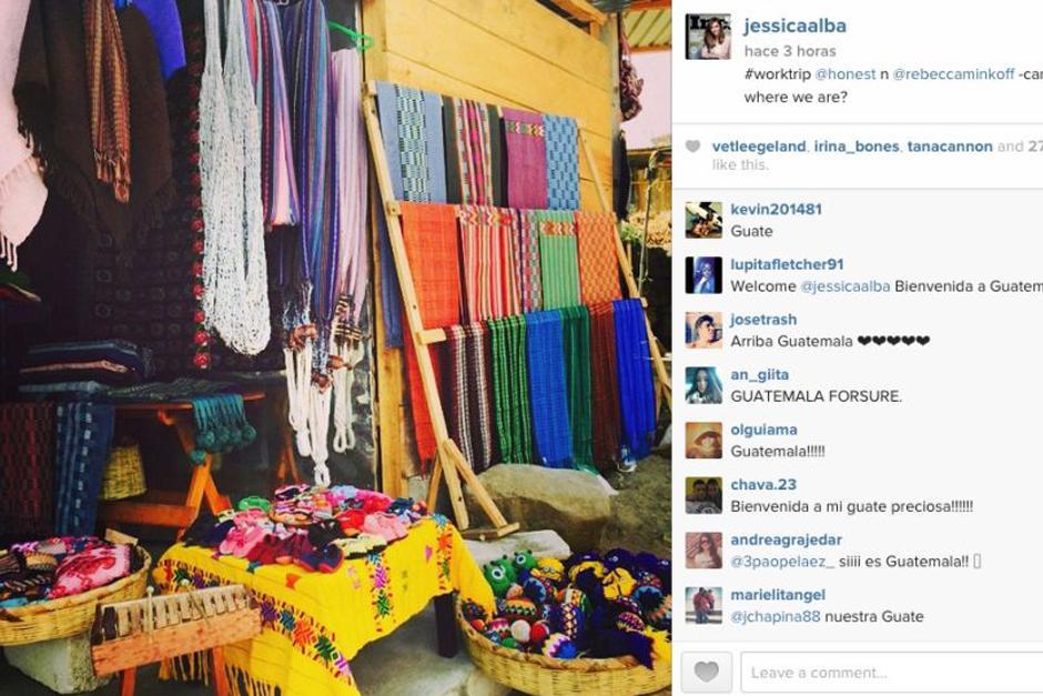 En Instagram, subió esta foto, sorprendida por el colorido de los textiles guatemaltecos.