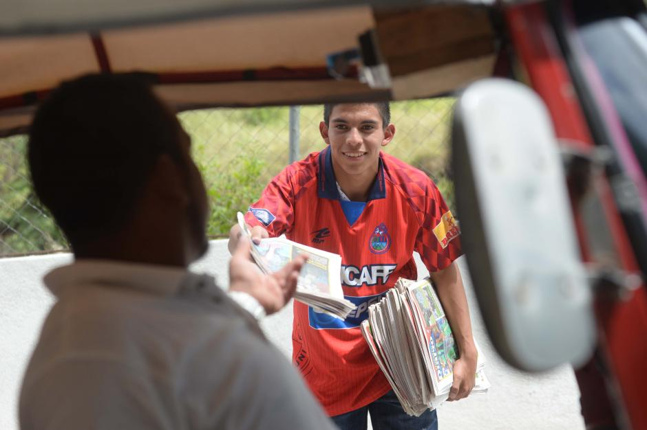 Jhon Méndez, de 17 años, trabajó como voceador antes de llegar a Municipal. (Foto: Diego Galiano/especial para Nuestro Diario)