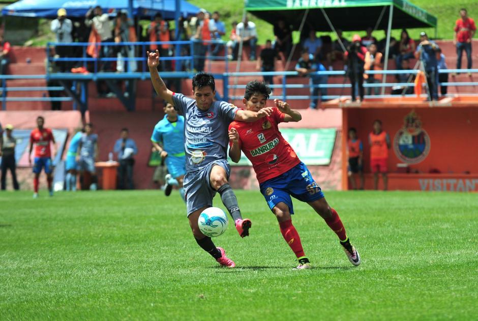 En el Apertura 2016, Jhon Méndez ha jugado más de 800 minutos. (Foto: Álvaro Yool/Nuestro Diario)