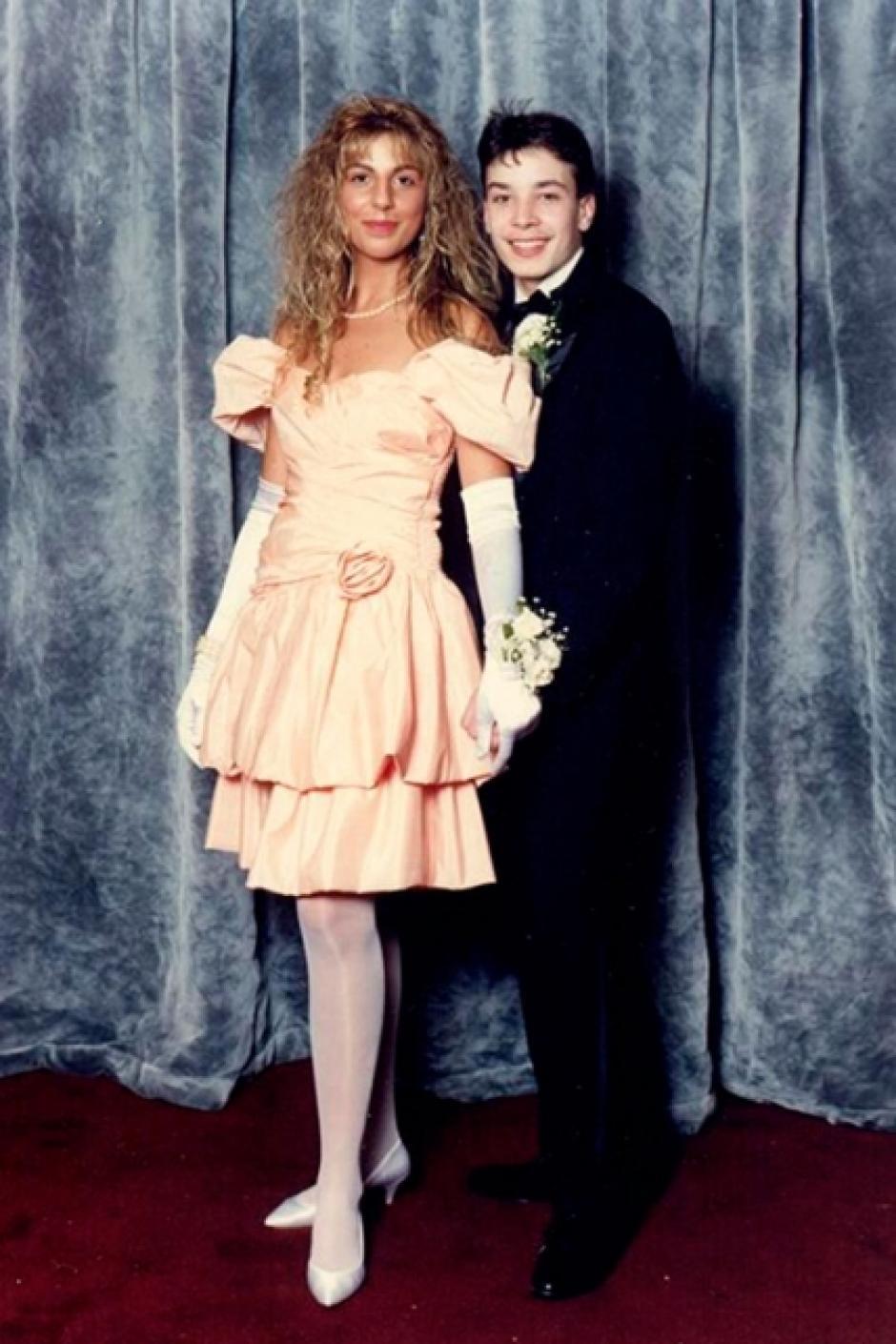 Jimmy Fallon luce un traje negro y varias libras menos. (Foto: El País)