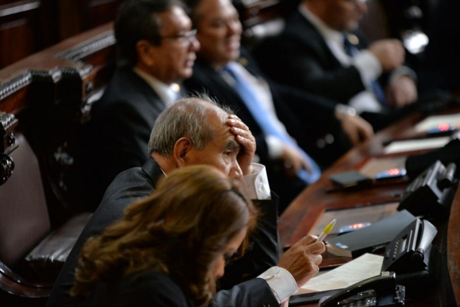 Otros diputados se mostraban ansiosos durante el informe presidencial. (Foto: Wilder López/Soy502)