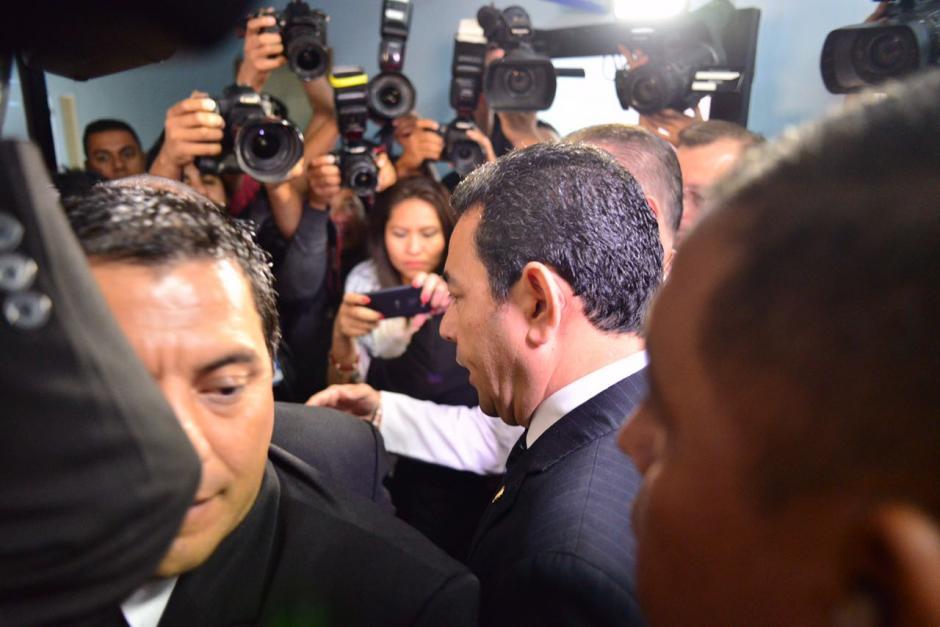 El mandatario Jimmy Morales llegó al hospital Roosevelt. (Foto: Jesús Alfonso/Soy502)