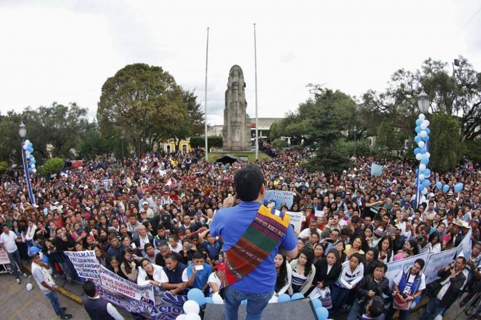 Así recibió la gente en Quetzaltenango al presidente electo. (Foto: Facebook/JimmyMorales)