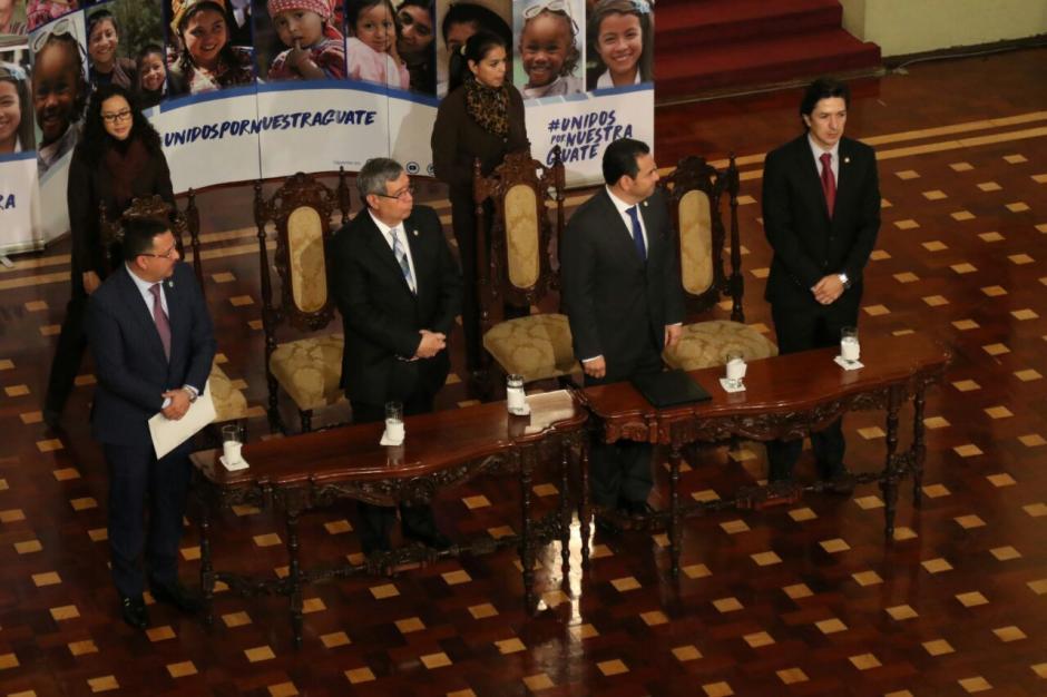 En la mesa principal también estuvo el vicepresidente del país. (Foto: Alejandro Balan/Soy502)