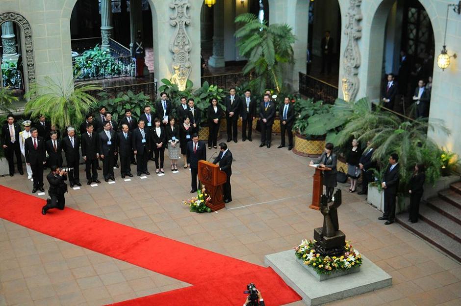 En el Patio de la Paz del Palacio Nacional de la Cultura se realizó el acto. (Foto: Alejando Balán/Soy502)