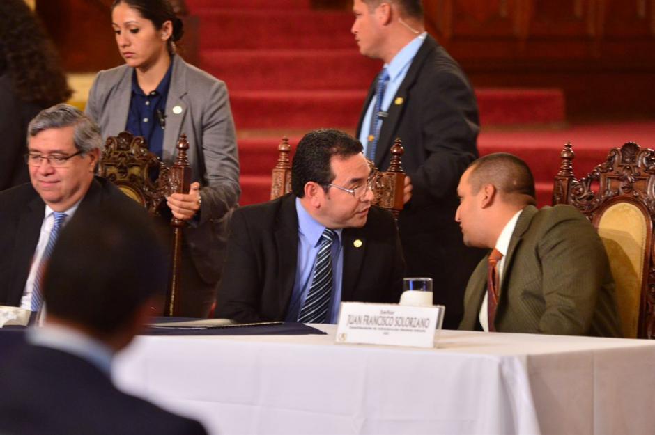 Junto a varios de sus ministros habló en el Palacio Nacional. (Foto: Jesús Alfonso/Soy502)