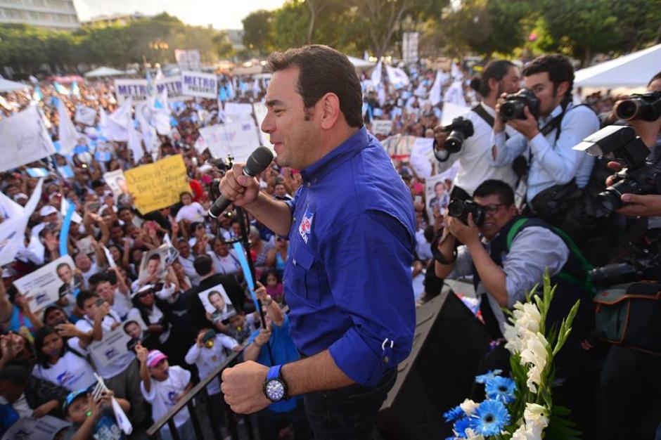 Jimmy Morales lhabló ante unas dos mil personas en la Plaza Central de la Constitución. (Foto: Juan Manuel Vega/Soy502)