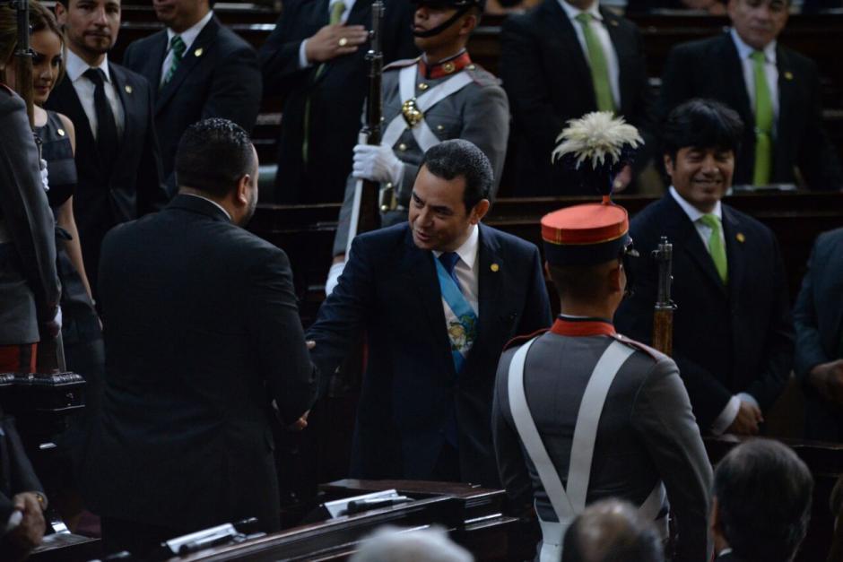 Jimmy Morales ingresó por la 8a avenida al Congreso. (Foto: Wilder López/Soy502)