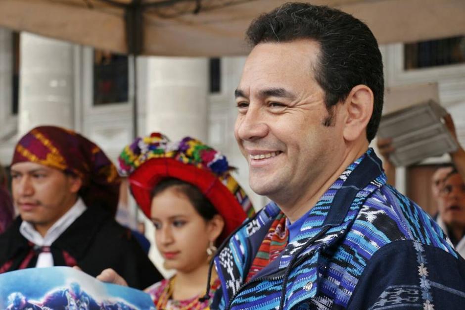 En su discurso agradeció a los guatemaltecos que confiaron en él para gobernar el país. (Foto: Facebook/JimmyMorales)