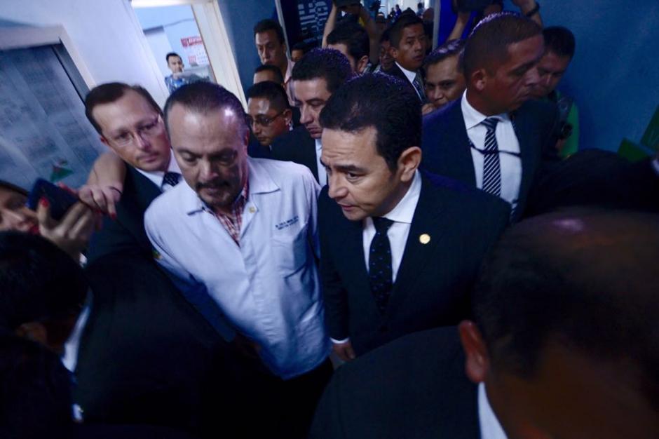 Fue recibido por el director de uno de los hospitales más grandes del país. (Foto: Jesús Alfonso/Soy502)