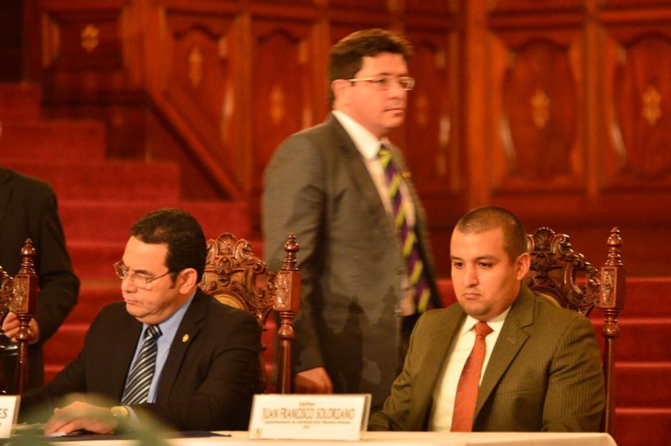 El titular de la SAT acompañó al mandatario en la mesa principal. (Foto: Jesús Alfonso/Soy502)