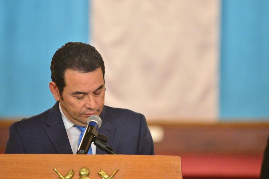 Morales fue recibido por los periodistas con una lluvia de preguntas sobre su gabinete. (Foto: Wilder López/Soy502)