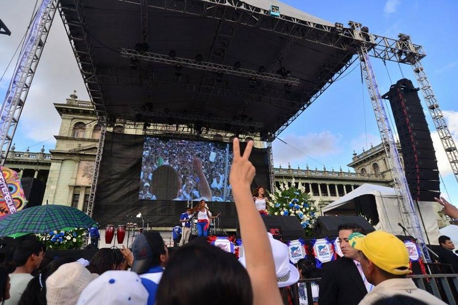 Varios grupos y artistas se presentaron antes del discurso de Jimmy Morales. (Foto: Wilder López/Soy502)