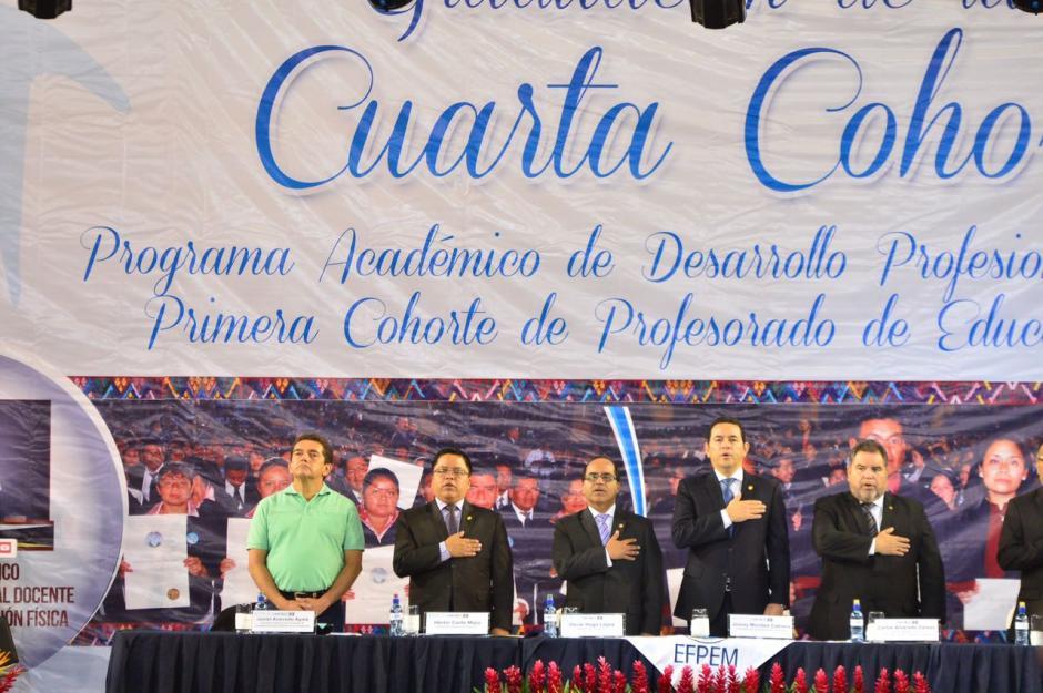 El Mandatario participó en la graduación de docentes. (Foto: Jesús Alfonso/Soy502)